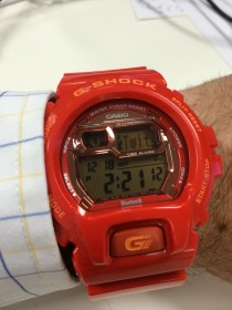 G-Shock with Bluetooth connection - showing a Twitter notification
