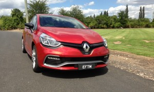Behind the wheel of another hot-hatch : Renault Clio RS200 Sport