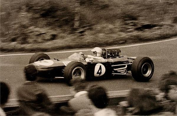 800px-BrabhamJack19650801Südkehre