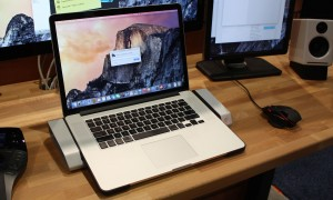 Hengedock Macbook docking station that connects your ports automatically
