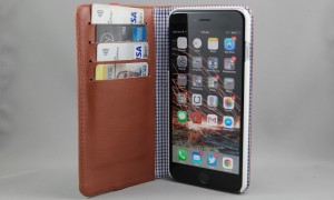 Toffee Flip Wallet for your Samsung or iPhone smartphone – cards, cash and your phone