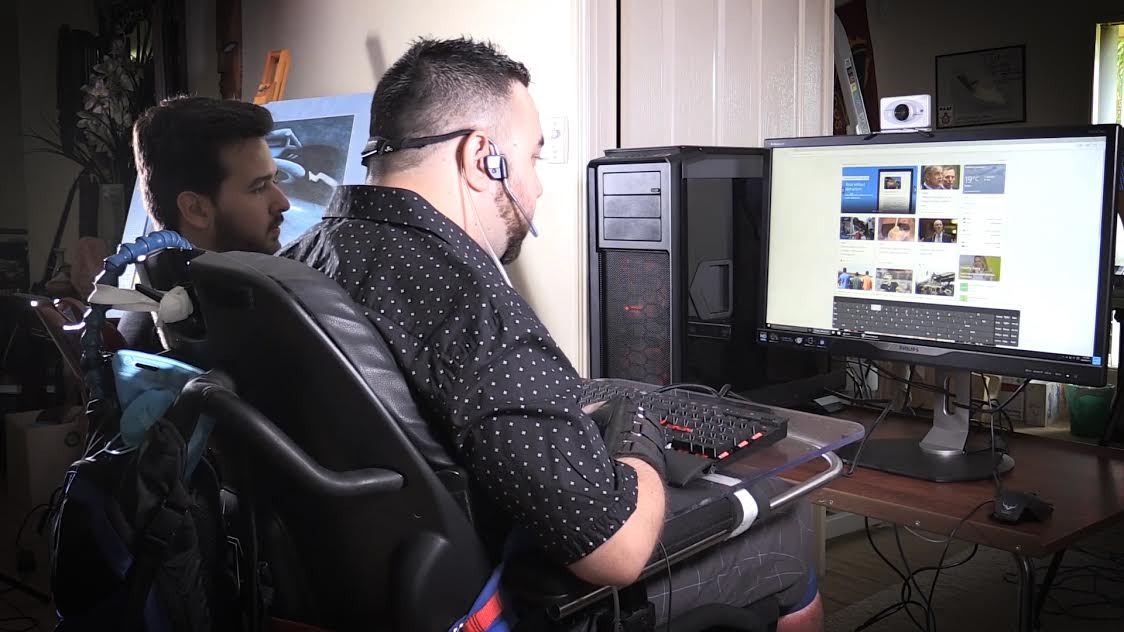Kieron D'Netto (with James Turner) test-driving his new gaming rig, using his Head Mouse Extreme device