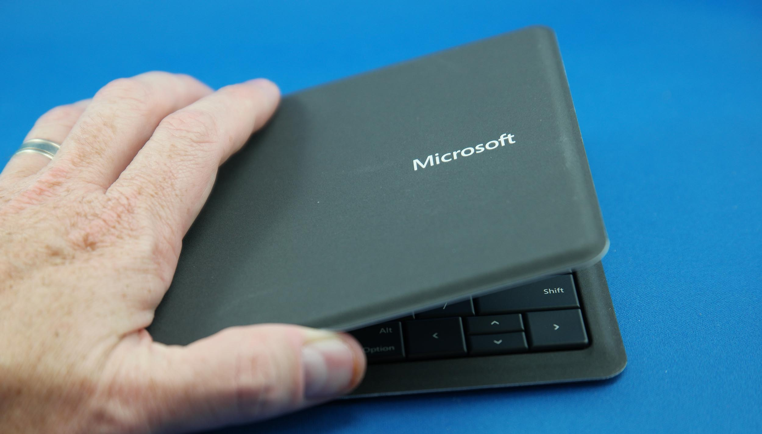 microsoft foldable keyboard pairing instructions