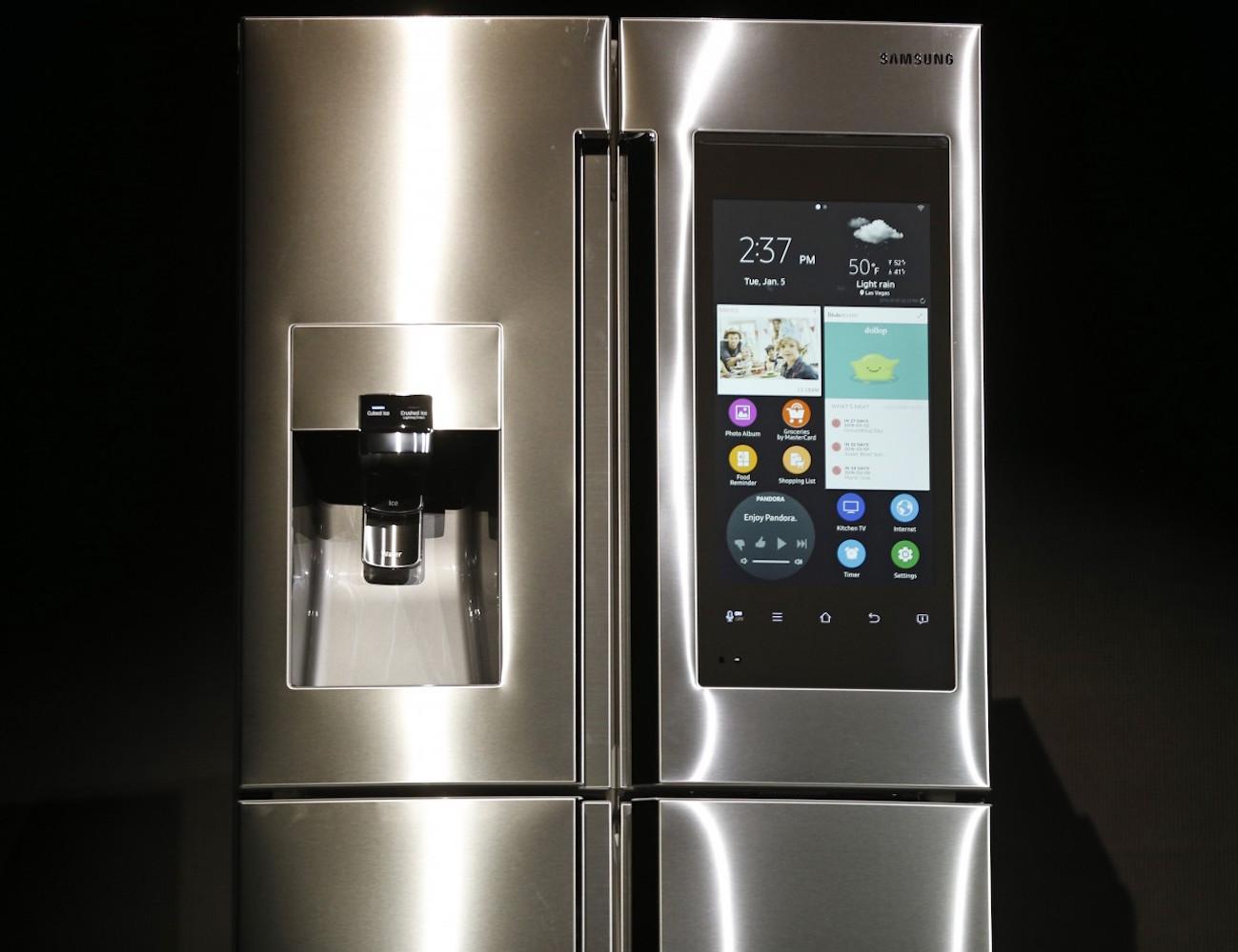 Samsung-Family-Hub-Smart-Fridge-02
