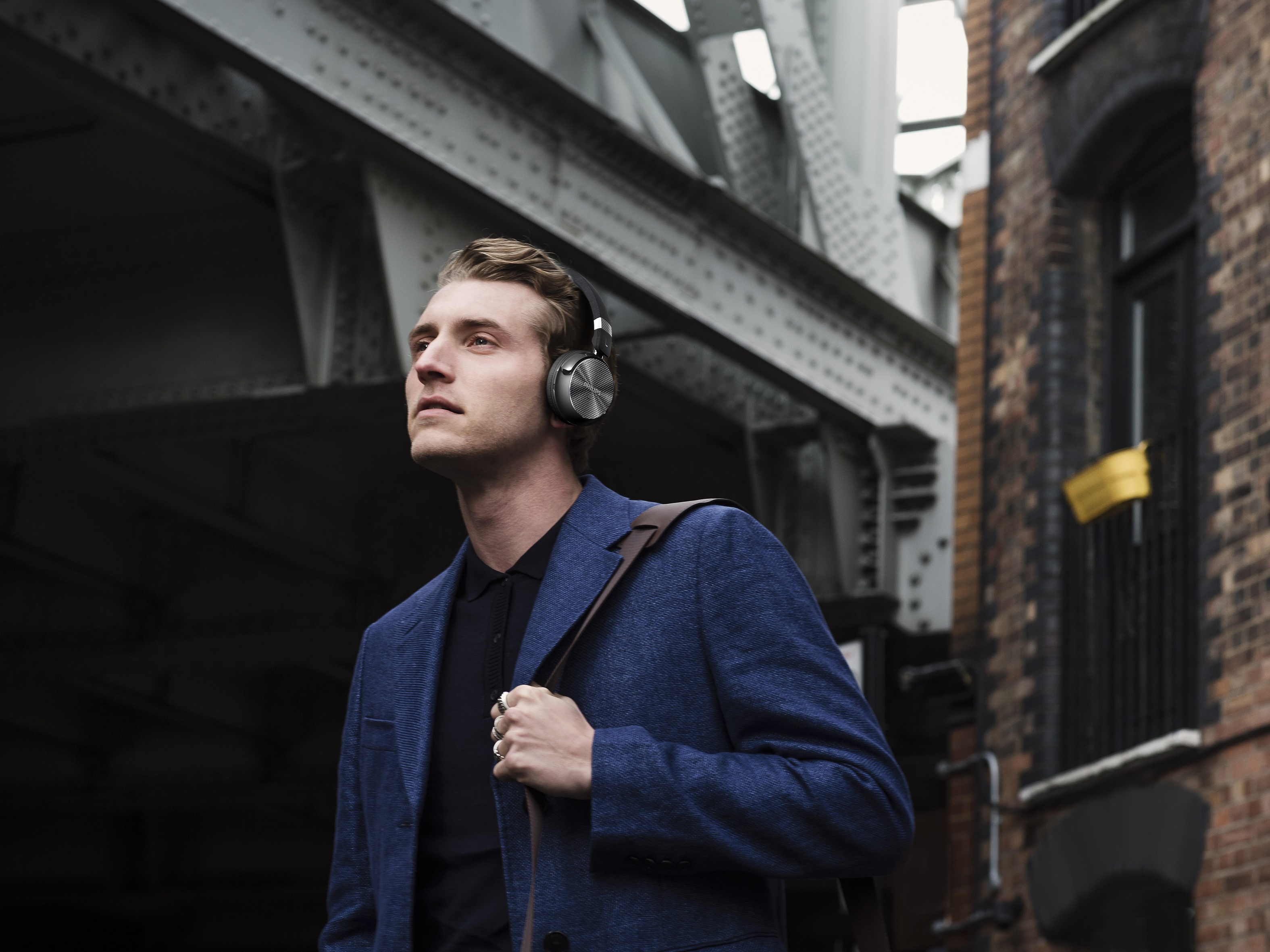320347e52df Wireless over-ear noise cancelling headphones for under $200? » EFTM