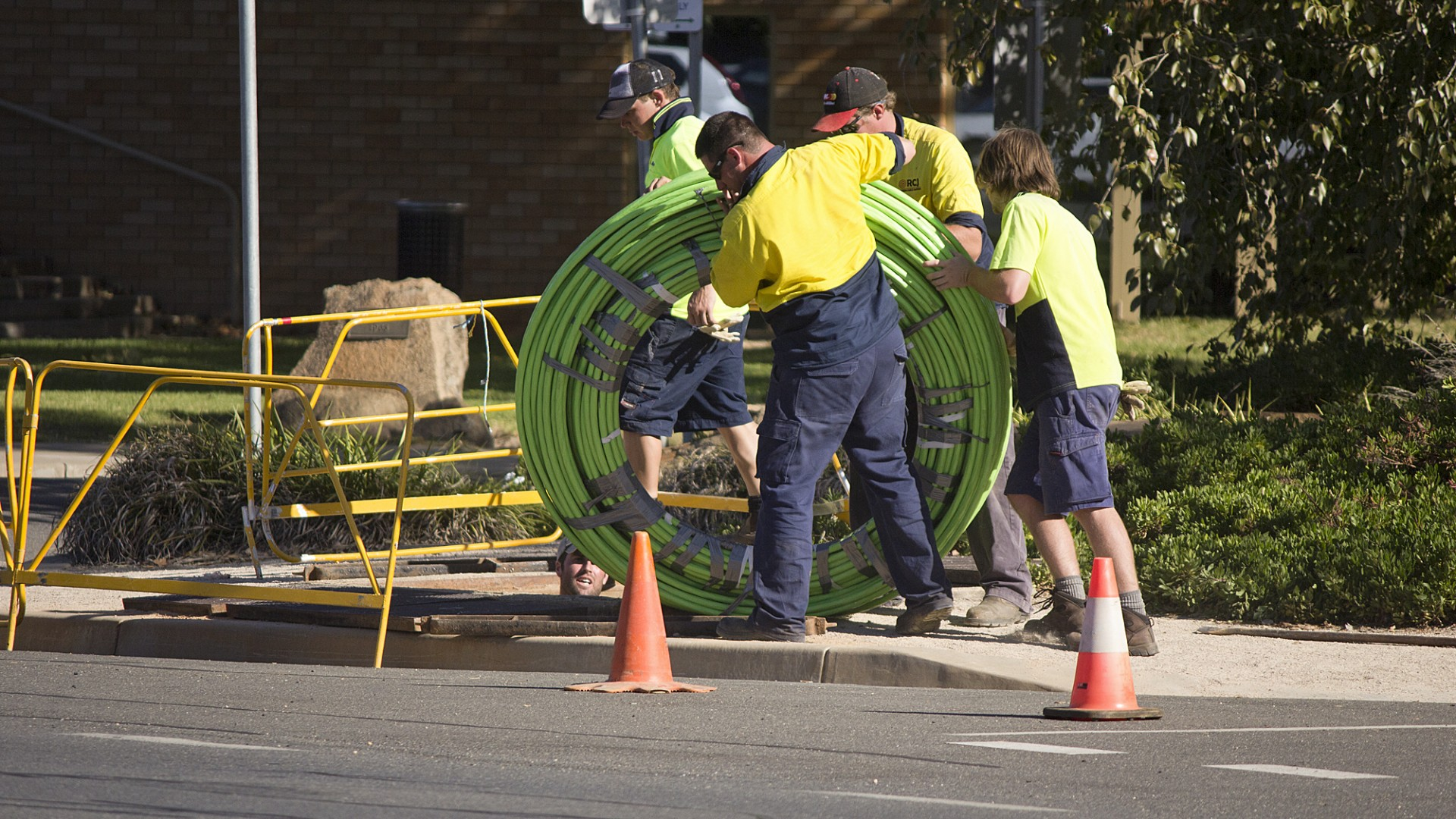 NBN_Co_fibre_optic_cable_being_laid_in_Tarcutta_St_in_Wagga_(6)