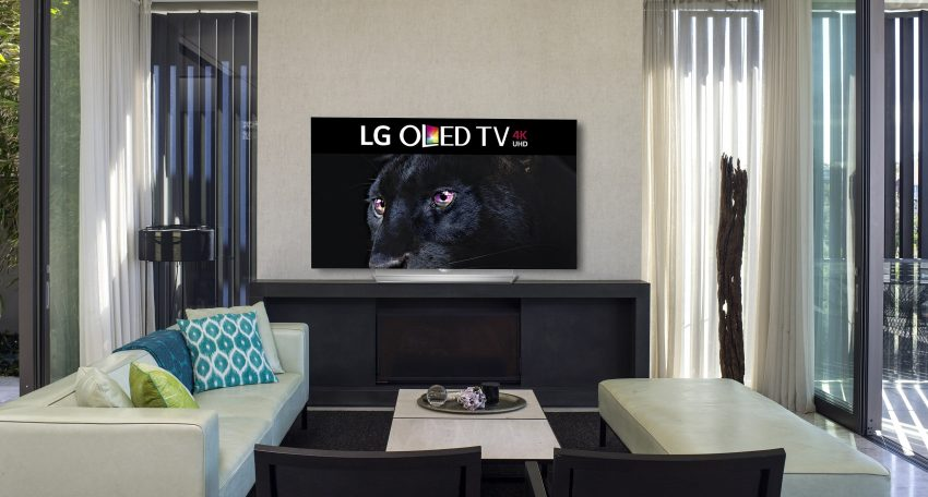 OLED EF950T (2) HR_Inscreen_living room 1