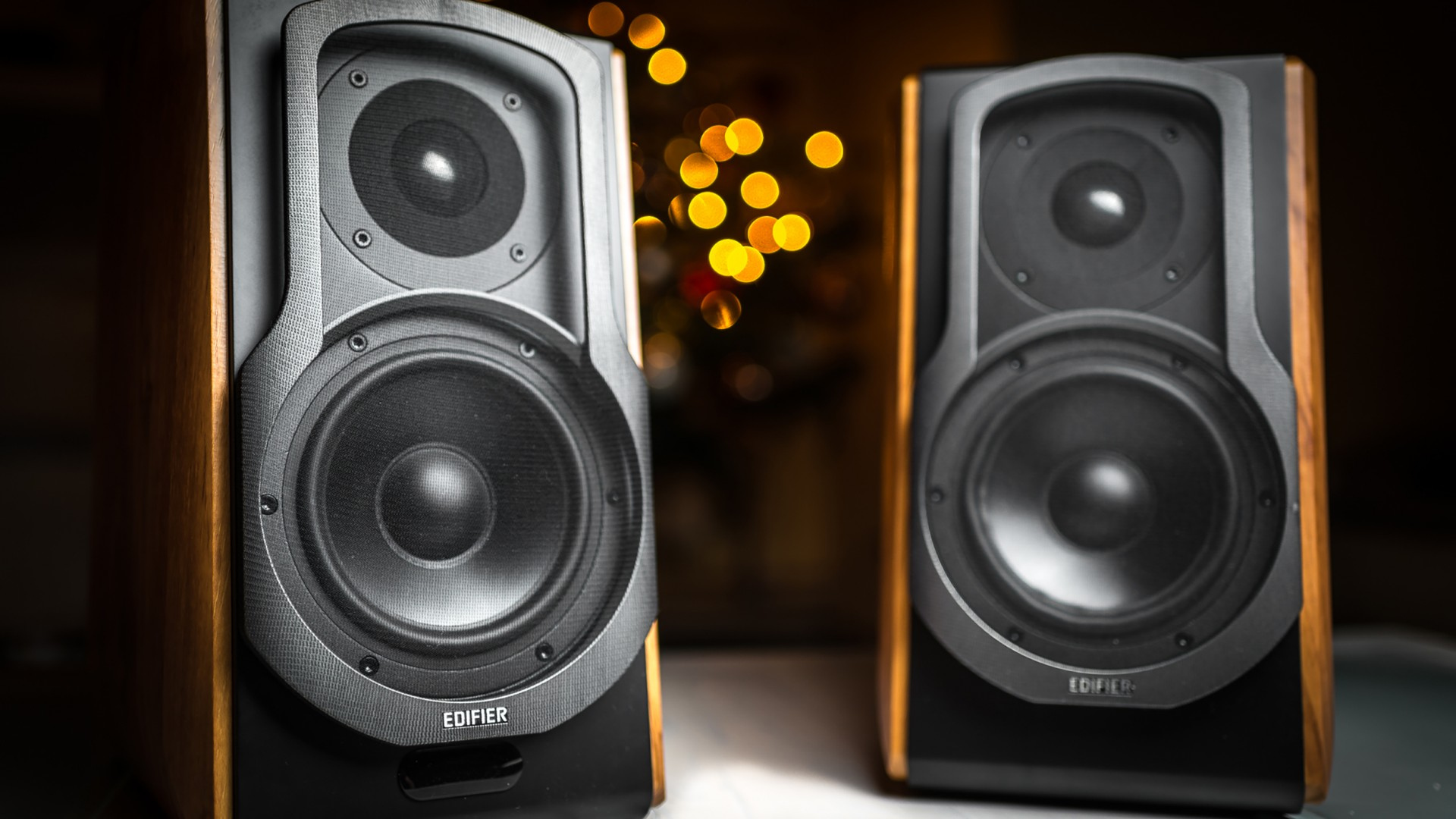 Edifier S1000db Speakers Stunning Design Classic Look