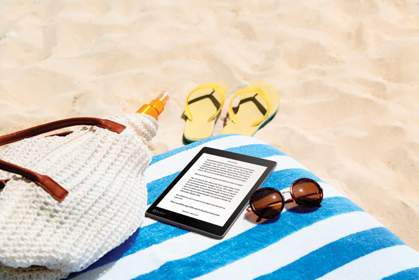 AuraONE_Lifestyle_Beach Reading_Reading Screen_AUNZ
