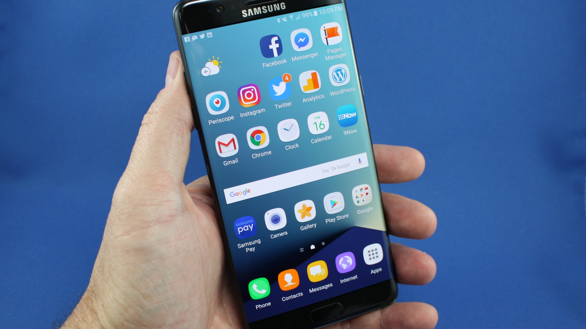 Samsung to recall phones after explosion claims