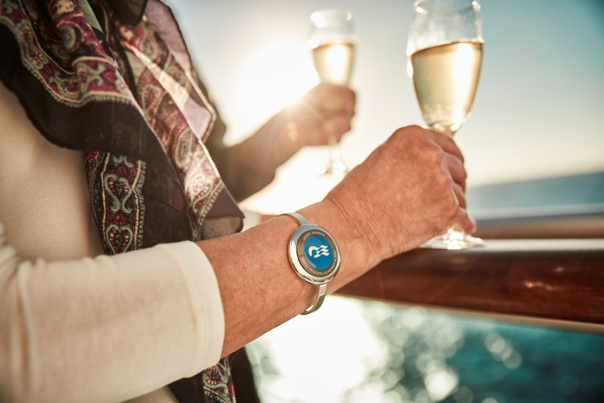 ocean-medallion-close-up-guests-drinking-champagne