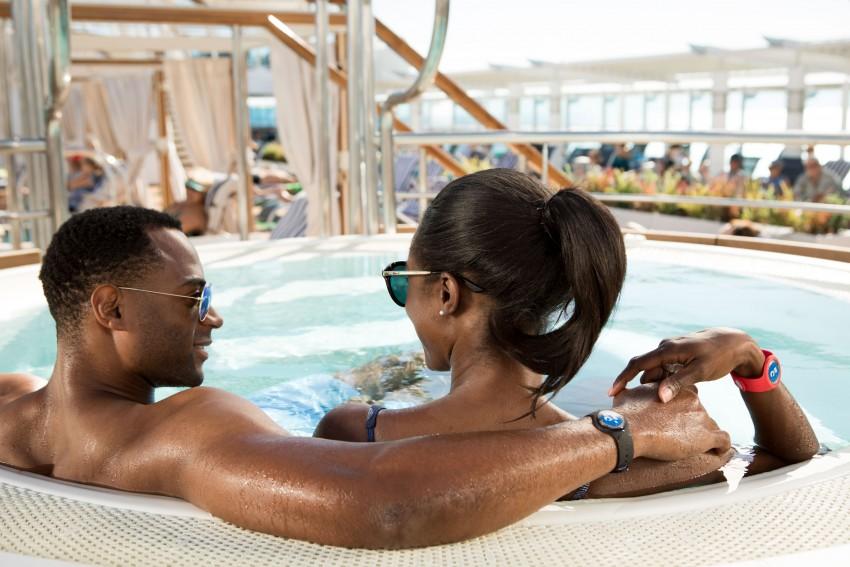 ocean-medallion-guests-in-hot-tub