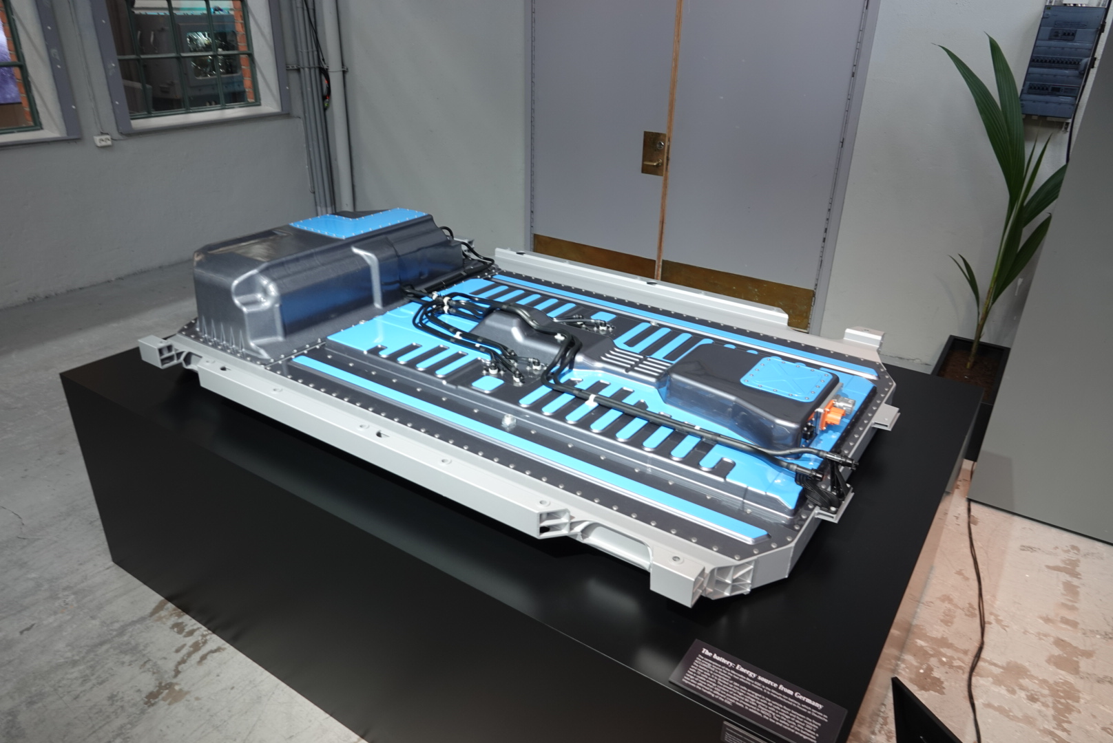 Under The Hood The Mercedes Eqc Lithium Ion Battery 187 Eftm