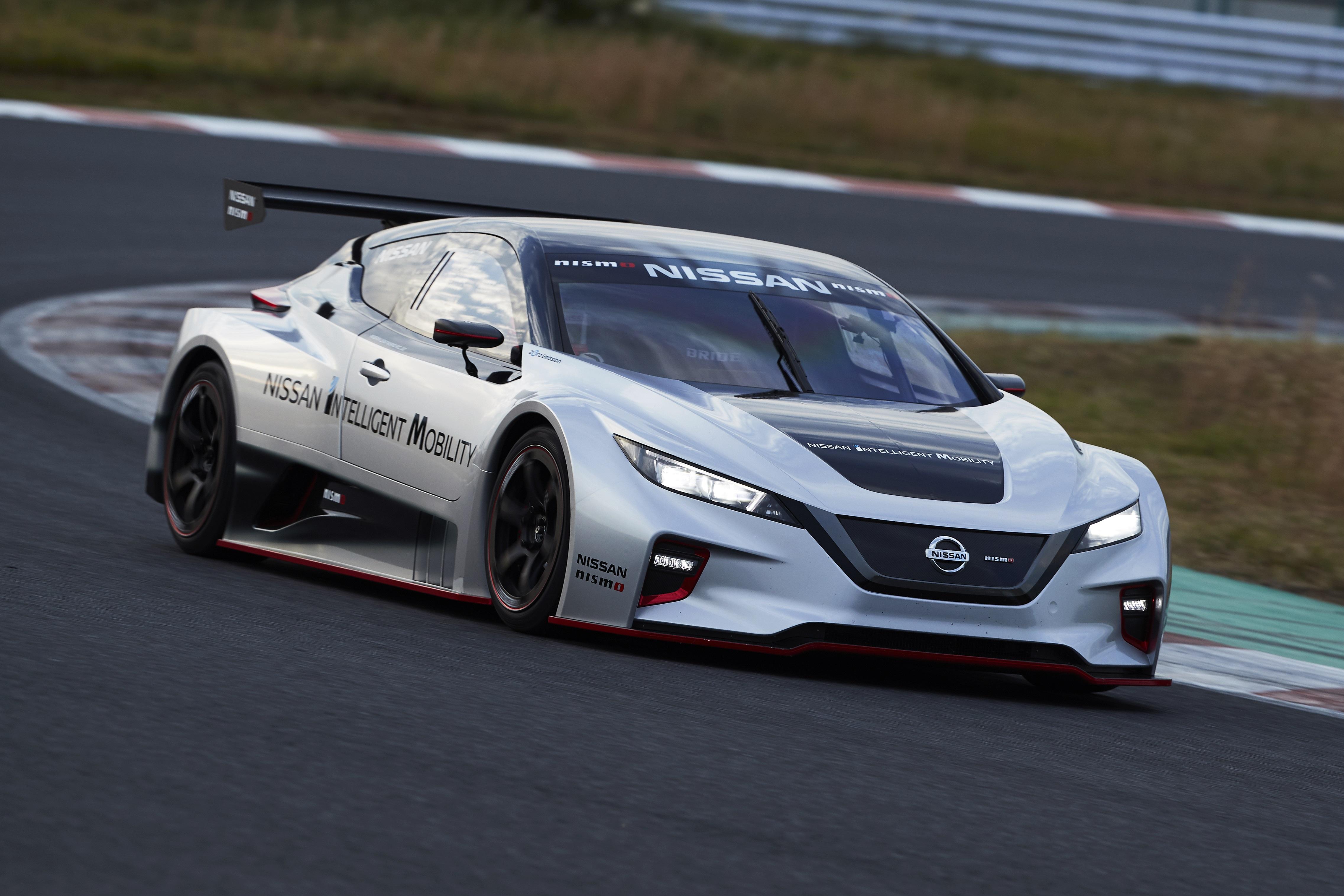 Nissan Race Car >> Nissan Leaf NISMO Race Car Lights Up Tokyo » EFTM