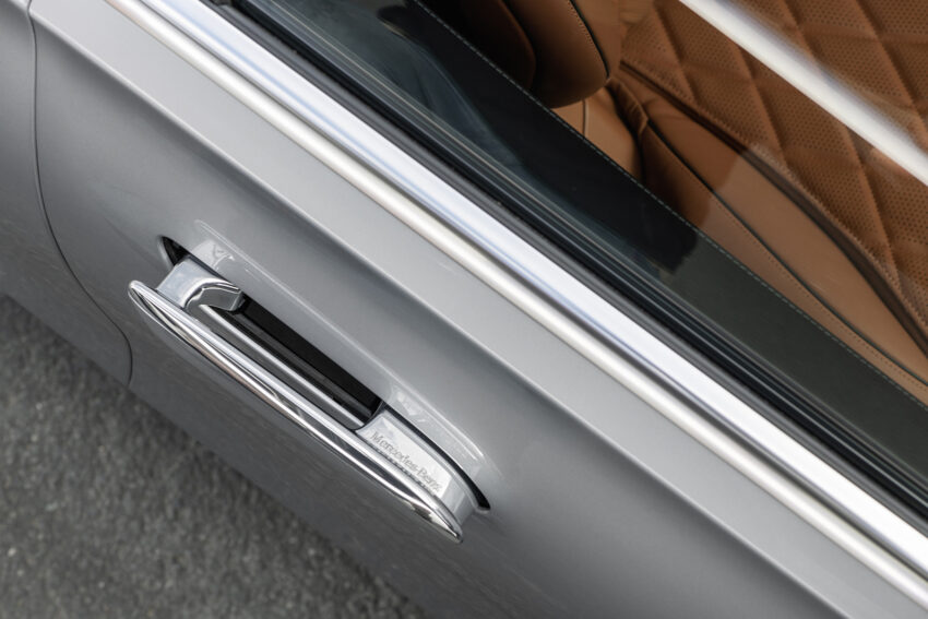 Pop-out door handles on the Mercedes S Class