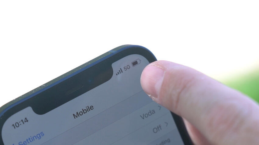 5G signal notification on an iPhone 12