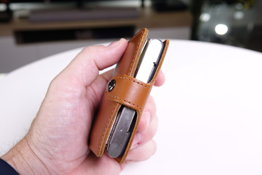 Ledlenser Lite Wallet shown side on to show thickness