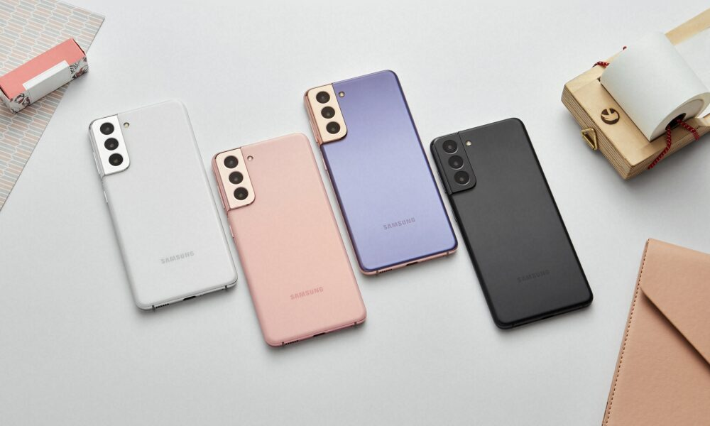 Samsung Galaxy S21 phones in four colours