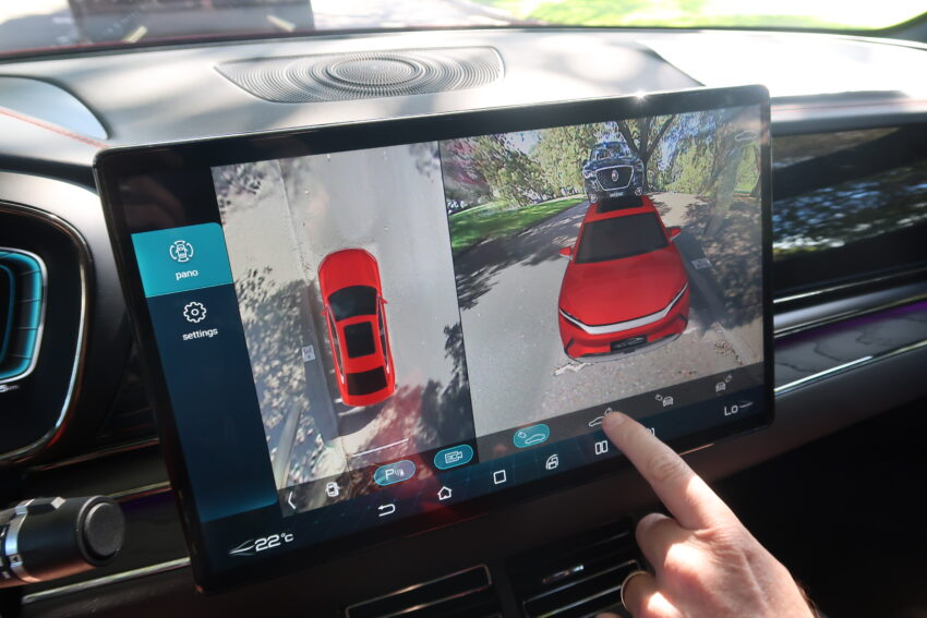 Huge BYD Touch screen - that rotates!