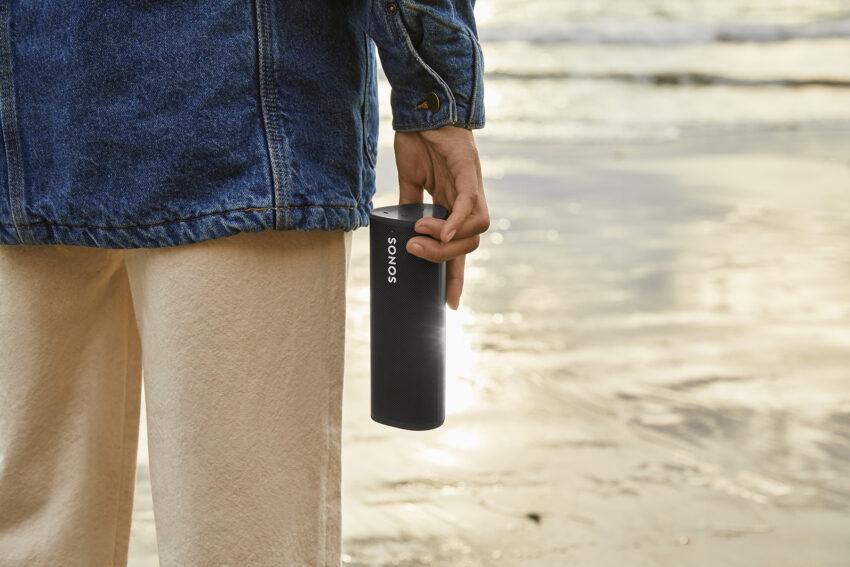 Man holding a Sonos Roam speaker
